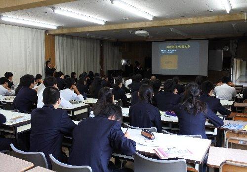 時習館高校の2年生(理系クラス)がTUT Jr.技術科学教育プロジェクトの成果発表会を行いました。(11/15)